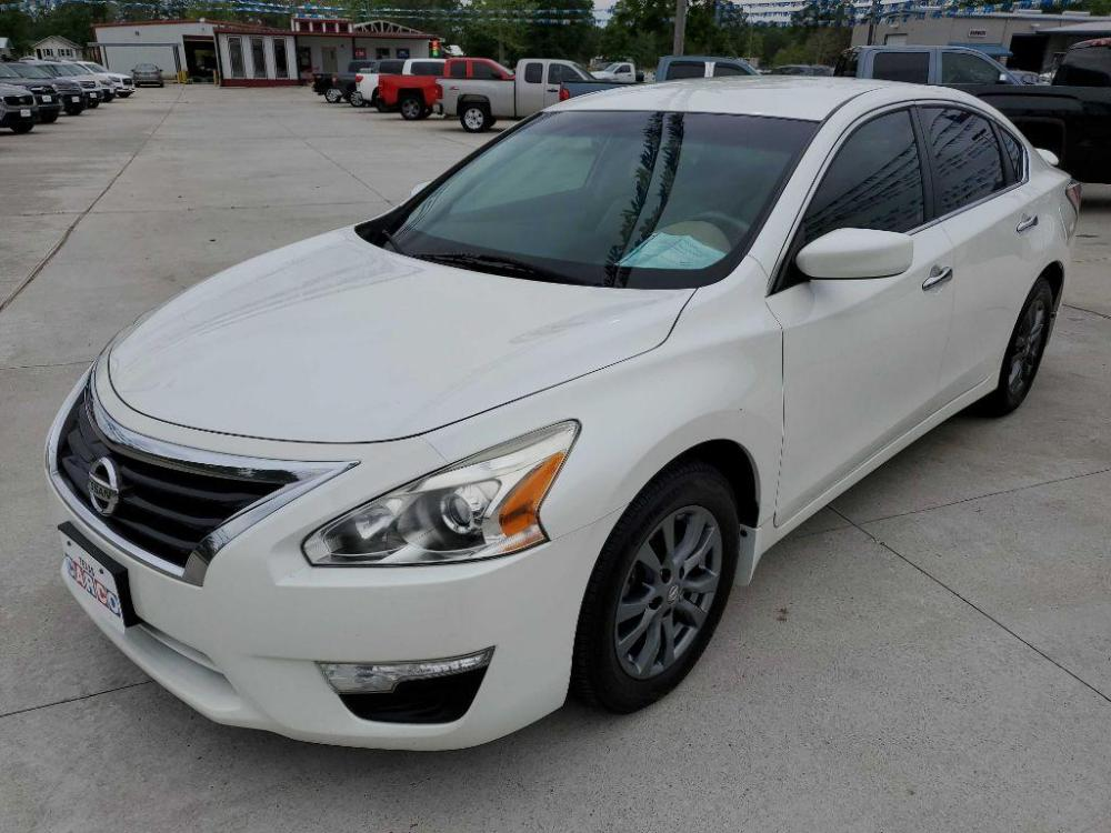 2015 White NISSAN ALTIMA 2.5 (1N4AL3AP1FC) with an 2.5L engine, Continuously Variable transmission, located at 3553 US Hwy 190 W., Livingston, TX, 77351, (936) 967-8141, 30.812162, -95.077309 - Photo #0